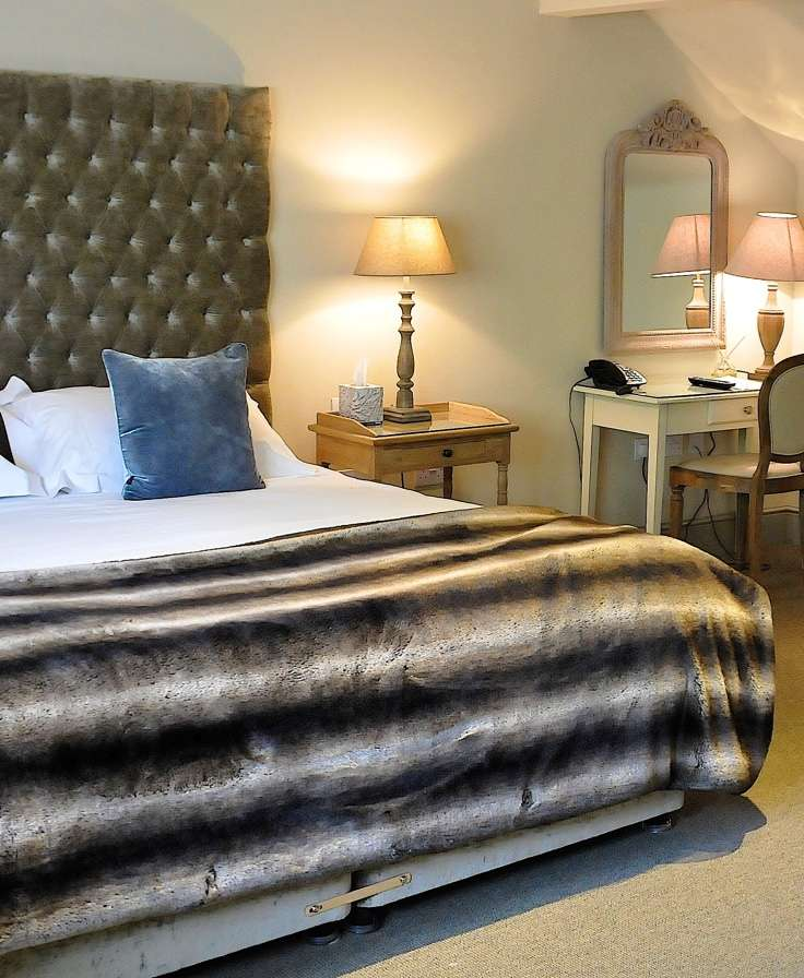 Stay at the Red Lion Inn - Babcary, Somerset